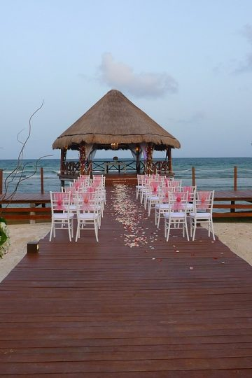 plan a destination wedding in the bahamas