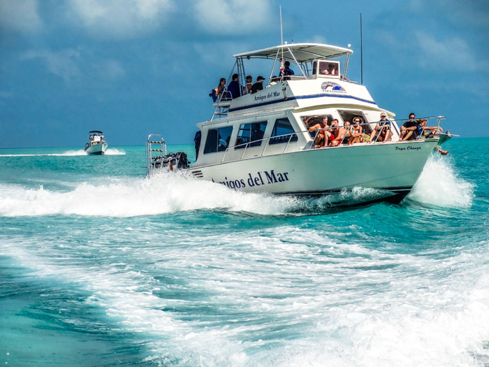 visit the great blue hole in belize by boat