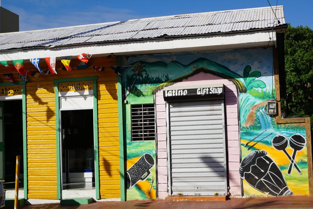best free things to do in the caribbean - go to a lime