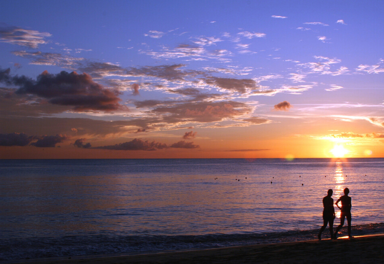 Endless Caribbean - 10 Ways To Capture Stunning Caribbean Sunsets With an Ordinary Camera 4